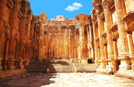 templo romano: Columnas romanas de Júpiter templo antiguas, Baalbek, Líbano