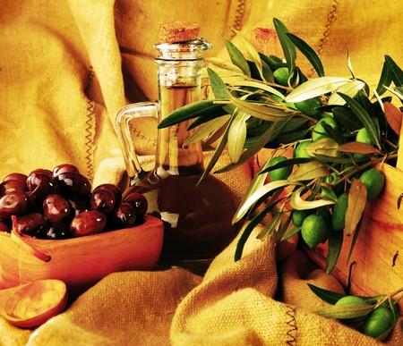 marinated: Fresh green & marinated black olives