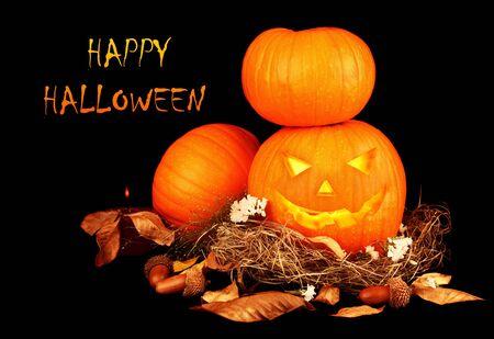 zucche halloween: Spaventoso halloween pumpkins isolato su sfondo nero