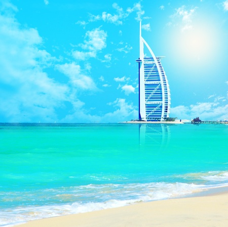 the emirates: DUBAI, Emiratos �rabes Unidos-Nov.21:Burj Al Arab - en 321 m segundo hotel m�s alto del mundo, hotel de lujo se encuentra en una island,Nov.21,2009 artificial Jumeirah beach, Dubai, Emiratos �rabes Unidos Editorial