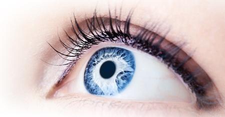 optometria: Piękne streszczenie niebieskie oko, ekstremalne zbliżenie