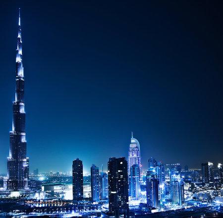 ドバイ ダウンタウン夜景街の明かりの高級ハイテク ニュータウン中東、アラブ首長国連邦のアーキテクチャで 報道画像