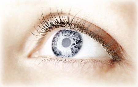 아름 다운 추상적 인 푸른 눈, 여성의 얼굴 부분, 건강한 비전, 극단적 인 근접 촬영