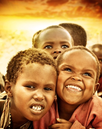 AFRICA, KENYA - 8 novembre: un ritratto di bambini africani di Masai Mara villaggio tribale, reportage sulla vita dei bambini poveri vicino al Masai Mara National Park Reserve 8 novembre 2008, Kenya, Africa