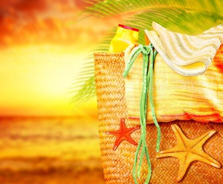 Puesta de sol en la playa, verano, vacaciones en la naturaleza de fondo, imagen del concepto de las vacaciones y los viajes, art�culos de playa al aire libre, paradis�aca isla para relajarse escapada, Natural Spa Resort, estilo de vida divertido photo