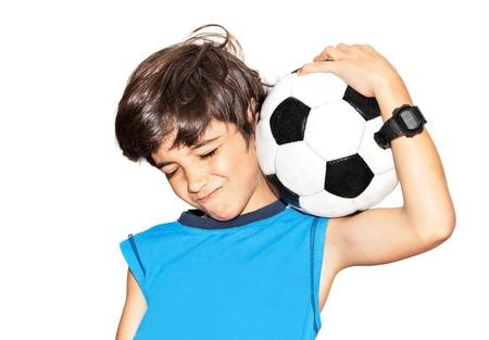jugando futbol: Jugador de fútbol celebrando la victoria, jugar lindo niño, niña disfrutando de juego de equipo, bola celebración adolescente captura, niño feliz expresión facial, el deporte retrato del ventilador sobre fondo blanco