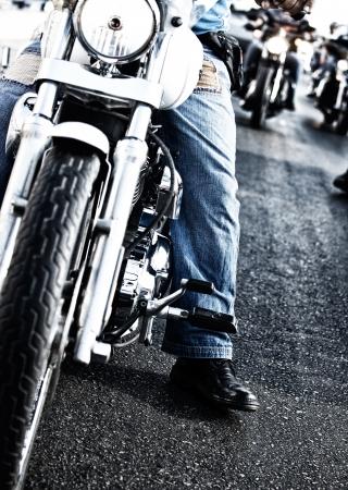moteros: Imagen de los motoristas motos caballo