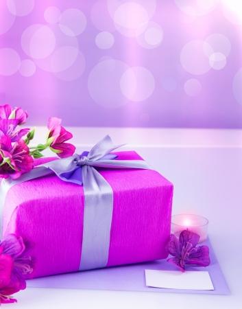 purple silk: caja de regalo de color rosa con cinta de seda p�rpura