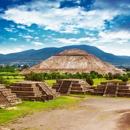 Pirámides del Sol y la Luna en la Avenida de la antigua ciudad cultural histórica Dead, Teotihuacan, antiguas ruinas de la civilización azteca, México, América del Norte, viajes por el mundo Foto de archivo