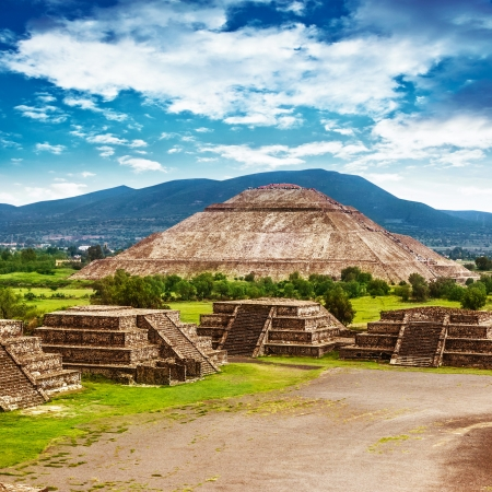 pyramid peak: Pyramids of the Sun and Moon on the Avenue of the Dead, Teotihuacan ancient historic cultural city, old ruins of Aztec civilization, Mexico, North America, world travel Stock Photo