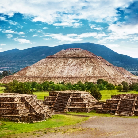 mayan culture: Pyramids of the Sun and Moon on the Avenue of the Dead, Teotihuacan ancient historic cultural city, old ruins of Aztec civilization, Mexico, North America, world travel Stock Photo