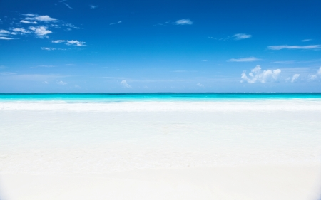 Beautiful seascape, clean white sandy beach, blue sky, turquoise peaceful sea, luxury tropical resort, romantic honeymoon, summer holiday concept