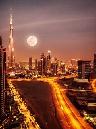 촉각 근: Dubai in moonlight, UAE, full moon, night scape in Dubai downtown, modern arabian architecture, middle east, illuminated city at night, luxury vacation  스톡 사진