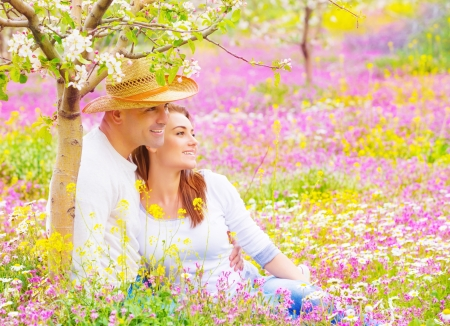 lovers park: Happy couple spending time in beautiful blooming garden, wife and husband hugging outdoors, romantic date, love concept