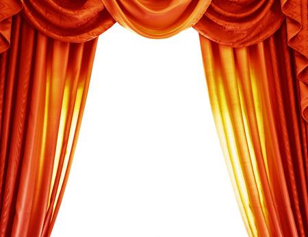 Tende arancioni di lusso isolato su sfondo bianco, confine astratto, sipario aperto sul teatro, concetto di spettacolo teatrale Archivio Fotografico - 26698846