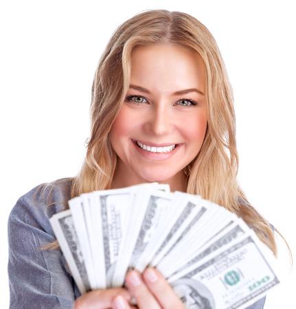 cash money: Primer retrato de la muchacha linda de ganar dinero sonriente, dotación económica en la lotería, aislados en fondo blanco, el concepto de riqueza