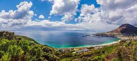 Panoramisch uitzicht over Kaapstad, majestueuze scène van de kust stadsbeeld, zomervakantie, reizen en toerisme begrip Stockfoto