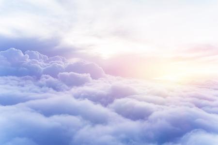 Soleggiato cielo astratto, bella Cloudscape, sul cielo, vista sul bianco soffici nuvole, concetto di libertà Archivio Fotografico - 30169232
