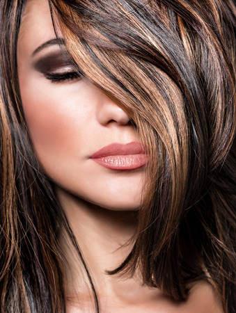 beautiful hair: Closeup portrait of stylish gorgeous super model, beautiful makeup and glossy brown hair, luxury hairstyling salon