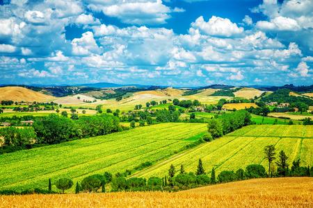 Erstaunliche Landschaft, schöne frische grüne Tal, Landschaft Panorama-Szene, Schönheit der Natur, Reisen und Tourismus-Konzept Standard-Bild - 31786024