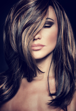 Közeli portré vonzó szupermodell szexi elegáns smink és egészséges fényes haj, csábító női luxus fotózásra Stock fotó