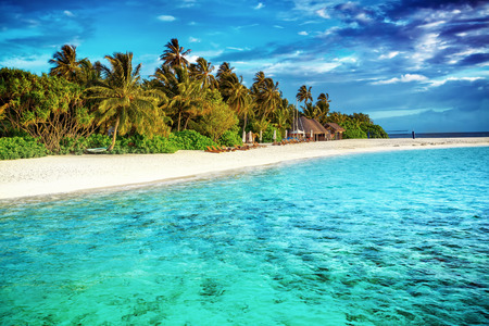 Beautiful paradise beach, luxury tropical resort, turquoise transparent sea around the island with fresh green palm trees on the coast, summer vacation on Maldives, Asia 스톡 콘텐츠