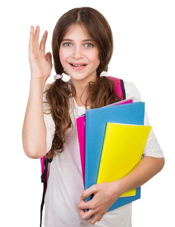 colegiala: Retrato de colegiala linda con el bolso y los libros en las manos aisladas en fondo blanco, volver a la escuela, dispuesto a estudiar algo nuevo