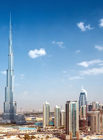 Downtown de Dubaï, vue du jour sur la ville de luxe, le plus haut gratte-ciel au monde majestueux, Burj Khalifa, nouvelle architecture moderne, le meilleur endroit pour Voyage Banque d'images - 49625151