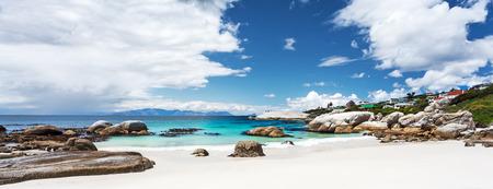 아름 다운 바위 해변 풍경, 파노라마보기, 놀라운 여행 위치, 사이먼 마을, 웨스턴 케이프, 남아 프리 카 공화국 스톡 콘텐츠
