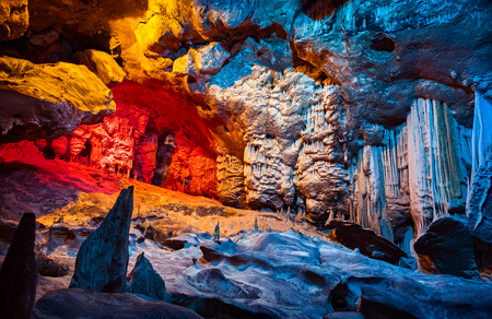 Cango Cave, amazing view on stalactites in colorful bright light, beautiful natural attraction, wonderful nature, touristic place, historical landmark, South Africa Stockfoto