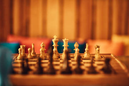 Game of Chess. Checkerboard with Figures. Soft Warm Light. Intellectual Sports. Banque d'images