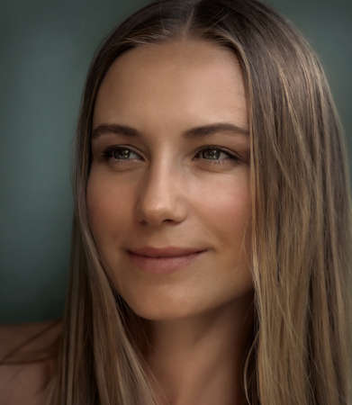 Closeup Authentic Portrait of a Beautiful Young Woman. Genuine Beauty of an Attractive Female without Makeup and Undyed Hair. Real People. Banque d'images