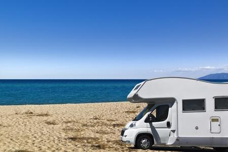 motorhome: Camper sulla spiaggia Sardegna Italia Archivio Fotografico
