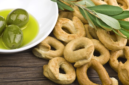 olive  oil: Taralli biscuit with ingredients on the wood table