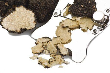 truffe blanche: truffes fra�chement r�colt�es et coup�es en tranches de pr�s