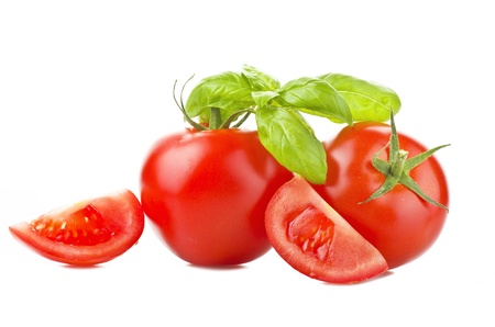 tomates: Tomates fra�ches gros plan sur le blanc Banque d'images