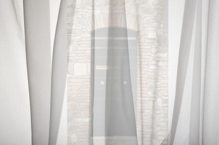 happens: pry out the window curtains what happens Stock Photo