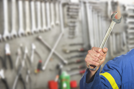 gudgeon: worker on the shop floor while repairing a car