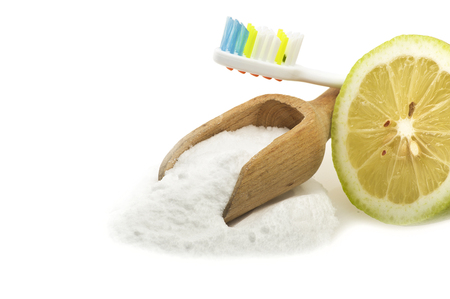 bicarbonate: white teeth with lemon and baking soda