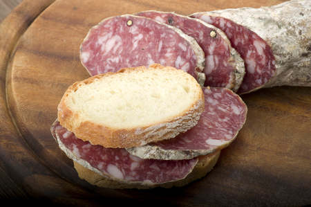wooden cutting board with salami and bread Standard-Bild
