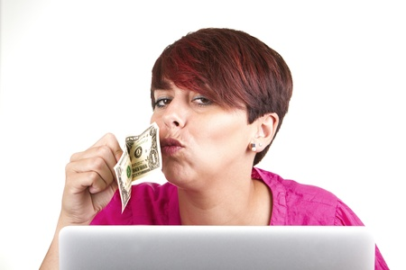 dolar: Smiling business woman using laptop and kissing a dolar