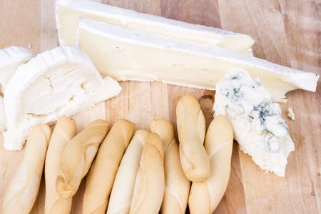 gressins: Plateau de fromage et gressins