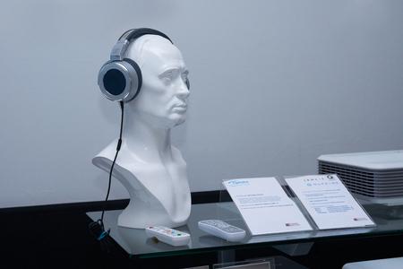 equipo de sonido: Busto en los auriculares estéreo