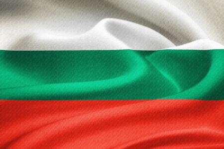 Drapeau de la Bulgarie ondulant dans le vent. Motif de texture de la soie