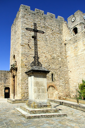 arbres: Church of Saint-Laurent des Arbres, fortified by high walls equipped with battlements and a tower, the Dungeon, whose construction is attributed to Bishop Jacques Deuze, the future Pope John XXII in Avignon.