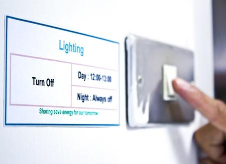hands off: Reducir el consumo de electricidad Foto de archivo