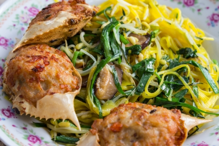 Stir fried noodles Chinese food ,it call mein Chow Stock Photo - 17968426