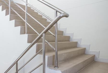 trappenhuis in een modern gebouw Stockfoto