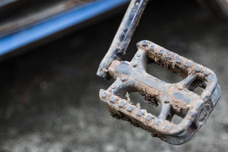crosscountry: Muddy mountain bike transmission
