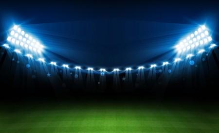 明るいスタジアムライトベクトルデザインとサッカーアリーナフィールド。ベクトルイルミネーション